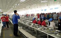 Phát hiện thức ăn có dòi, hàng trăm công nhân nghỉ việc tập thể