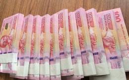 """Sôi động """"chợ đen"""" tiền lưu niệm, 45.000-55.000 đồng/tờ"""