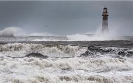 Không người chèo lái, nước Anh chật vật giữa giông bão