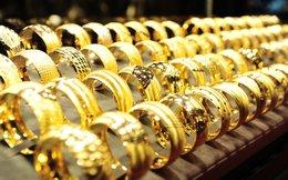 Vì sao giá vàng trong nước thấp hơn thế giới?
