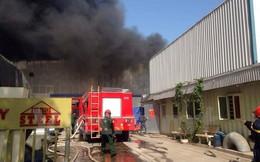 [Video] Cận cảnh vụ cháy kho gỗ 2000m2 ở cụm công nghiệp Ngọc Hồi
