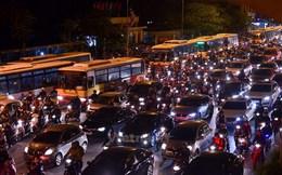 """""""Xe buýt Hà Nội không còn đi nhanh hơn xe đạp, rẻ hơn xe máy"""""""