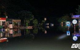 Ngập sâu 2m ở quốc lộ 6, giao thông Hà Nội - Sơn La bị tê liệt hoàn toàn