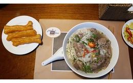 """Từ Phở 24, Phở Ông Khải đến giấc mơ về """"bếp ăn thế giới"""" của ẩm thực Việt Nam"""
