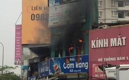 Cháy lớn nhà hàng giữa Hà Nội, một người bỏng nặng