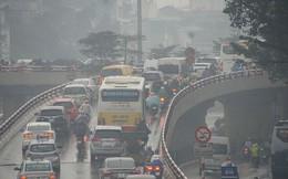 Người Hà Nội vất vả trong ngày mịt mù mưa rét tăng cường