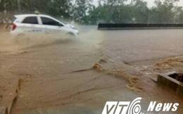 Mưa liên tục suốt đêm, quốc lộ 1A chìm trong biển nước