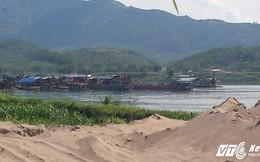 Hàng trăm tàu cát rầm rộ khai thác giăng kín sông Đà