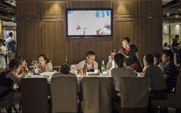 Hành trình từ gã thợ hàn nhà quê đến tỷ phú lẩu cay nổi tiếng nhất Trung Quốc và giá trị của chữ Nhân trong kinh doanh nhà hàng