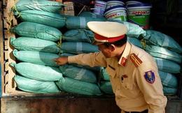 Bắt xe tải chở 1 tấn bột ngọt nghi hàng Trung Quốc