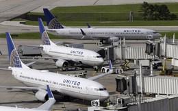 Sự cố đánh khách của United Airlines làm công ty mẹ thiệt hại nặng