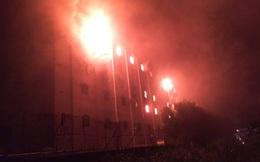Cần Thơ: Đám cháy lại bùng phát, tòa nhà 5 tầng chực sụp đổ