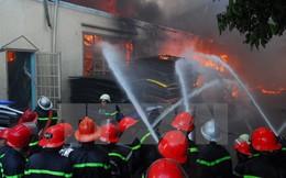 Cháy lớn tại kho sản xuất tăm, 10 tấn nguyên liệu bị thiêu rụi