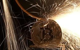 Đến lượt các cổ phiếu liên quan đến bitcoin lao dốc