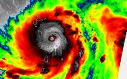 """Bão Maria trở thành """"quái vật"""", đe dọa biến thiên đường đổ nát Caribbean thành địa ngục"""