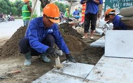 Cận cảnh lát vỉa hè bằng đá tự nhiên bền tới 70 năm thay cho gạch ở Hà Nội