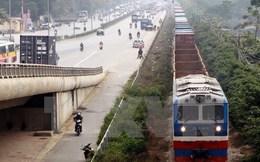 """Bỏ rơi đầu tư hạ tầng, đường sắt bị hàng không và đường bộ """"chèn ép"""""""
