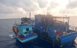 Bắt 2 tàu vận chuyển trên 300.000 lít dầu lậu