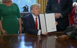 Donald Trump vừa ký liên tiếp 2 sắc lệnh khiến cổ phiếu ngân hàng đồng loạt tăng mạnh