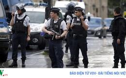 Cảnh sát Pháp bị tấn công khủng bố ngay cửa nhà thờ Đức Bà Paris