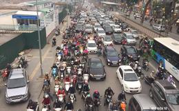 """Cấm xe máy ở Hà Nội khi hạ tầng giao thông còn yếu: Luẩn quẩn bài toán """"con gà, quả trứng"""""""