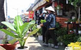 Chưa bán hết hàng, chủ 50 ki-ốt giáp Tân Sơn Nhất xin qua Tết di dời