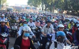 Vừa thông xe, cầu vượt 'giải cứu' cửa ngõ Tân Sơn Nhất lại kẹt cứng