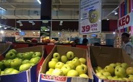 """Bán trái cây nhập khẩu rẻ bèo, siêu thị lớn có """"chiêu"""" gì?"""