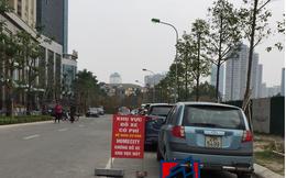 Cổng chính vào khu chung cư bỗng bị chủ đầu tư rào lại, hàng nghìn cư dân Home City Trung Kính sống trong bất an