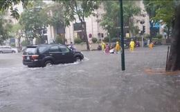 Sau mưa lớn, hệ thống thoát nước Hà Nội bị quá tải