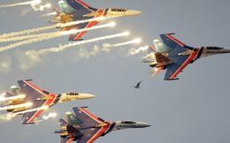 """Video 360: """"Bay"""" cùng Không quân Nga trong buổi tập mừng Chiến thắng Phát xít"""