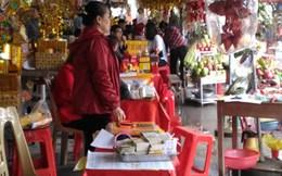 Tràn lan dịch vụ đổi tiền lẻ 'ăn chênh' tại đền Hoàng Mười