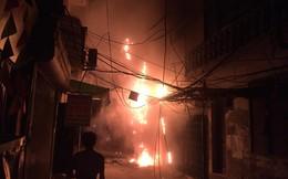 Cháy đùng đùng, phố Hà Nội mất điện trong đêm nóng kỷ lục