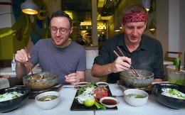 2 món phở đang khiến cộng đồng ẩm thực Sài Gòn sôi sục: Tô ngập thịt bò giá 2,3 triệu, tô sang chảnh với nguyên chú tôm hùm