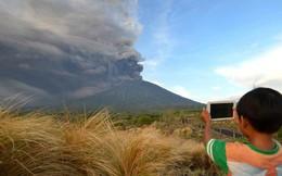 Núi lửa Agung tiếp tục phụt cột khói cao 4000m bất kể ngày đêm: Những thông tin mới nhất
