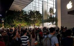 Cập nhật tình hình mua iPhone X tại Singapore: Apple bắt đầu phát số thứ tự, hàng nghìn người ùn ùn kéo đến xếp hàng