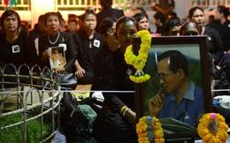 Hàng chục vạn người chờ lễ rước linh cữu nhà vua Thái Lan