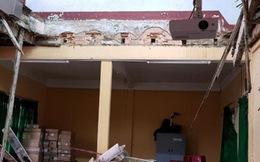 Sập sàn phòng học khiến 10 học sinh nhập viện
