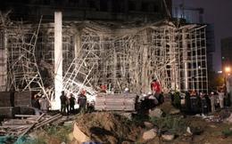 Sập giàn giáo công trình cao ốc 33 tầng, 4 người bị thương