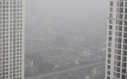 Hà Nội chìm trong sương mù, mưa bụi