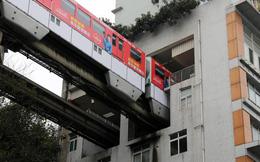 Tàu điện chạy xuyên chung cư độc nhất vô nhị ở Trung Quốc