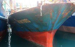 Cận cảnh tàu vỏ thép tróc sơn gỉ sét, hà bám dày đặc khiến ngư dân điêu đứng
