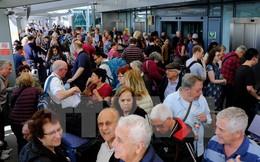 Hàng nghìn hành khách hỗn loạn tại hai sân bay lớn ở London