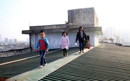 Chủ tịch Hà Nội chỉ đạo kiểm tra vụ người dân đi trên mái nhà vì hỏng thang máy