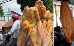 Ai mà ngờ được: ở miền Tây lại có một đặc sản bán dọc đường là chiếc bánh mì dài 1m thế này