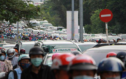 Kẹt xe nghiêm trọng trên đường Nguyễn Hữu Cảnh