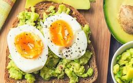 Bữa sáng của người thành công: Jeff Bezos chỉ cần hộp bánh quy, Bill Gates thích ăn bánh xốp còn Warren Buffett dùng một trong ba món này