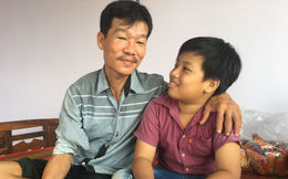 Mẹ bỏ đi lấy chồng, điều ước của bé trai 12 tuổi sống với người cha khờ bệnh tật khiến ai cũng xúc động