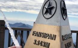 Băng giá xuất hiện trên đỉnh Fansipan, du khách thích thú tạo dáng chụp ảnh