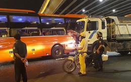 Gần chục hành khách hoảng loạn, kêu cứu khi xe Phương Trang va chạm với xe ben ở Ngã tư Hàng Xanh